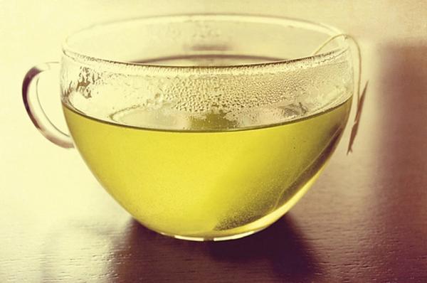 grüner-tee-eine-schöne-tasse