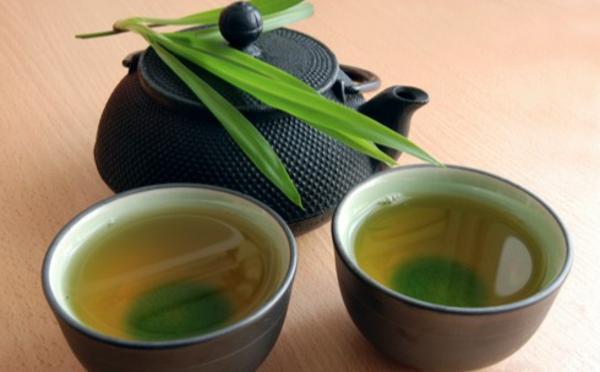 grüner-tee-zwei-exotische-tassen