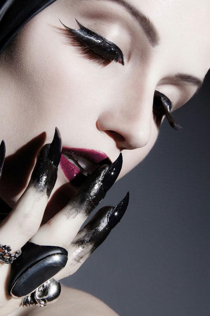 halloween-nägel-schwarze-attraktive-nägel-und-schönes-schminken