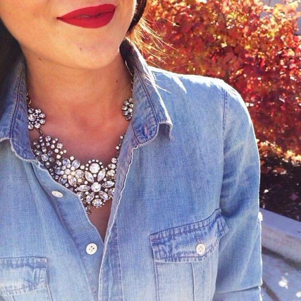 halsketten-für-damen-cooles-hemd-rote-lippen