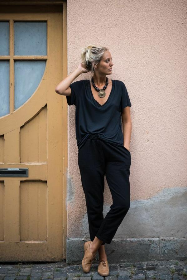 halsketten-für-damen-elegante-frau-mit-schwarzer-kleidung