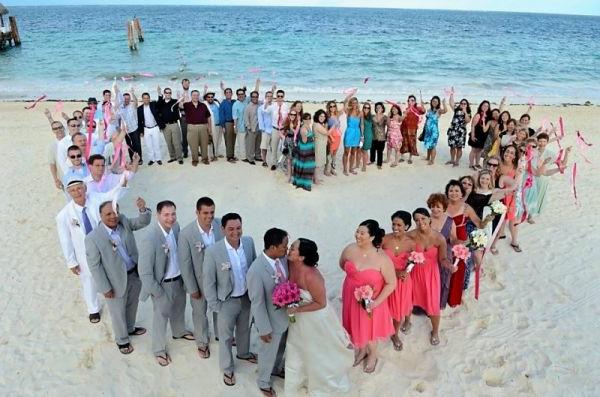 heiraten-am-strand-alle-gäste-in-der-form-von-einem-herz