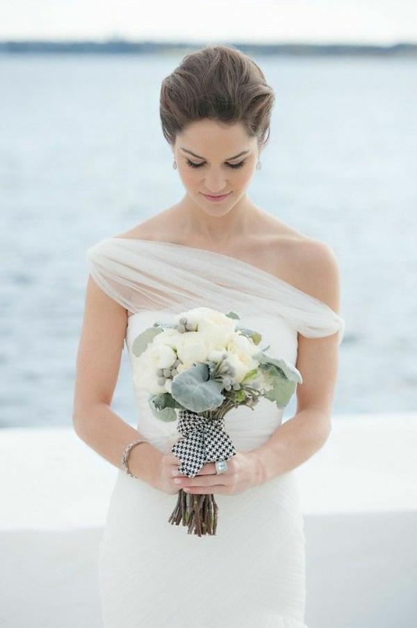 heiraten-am-strand-eine-elegante-braut