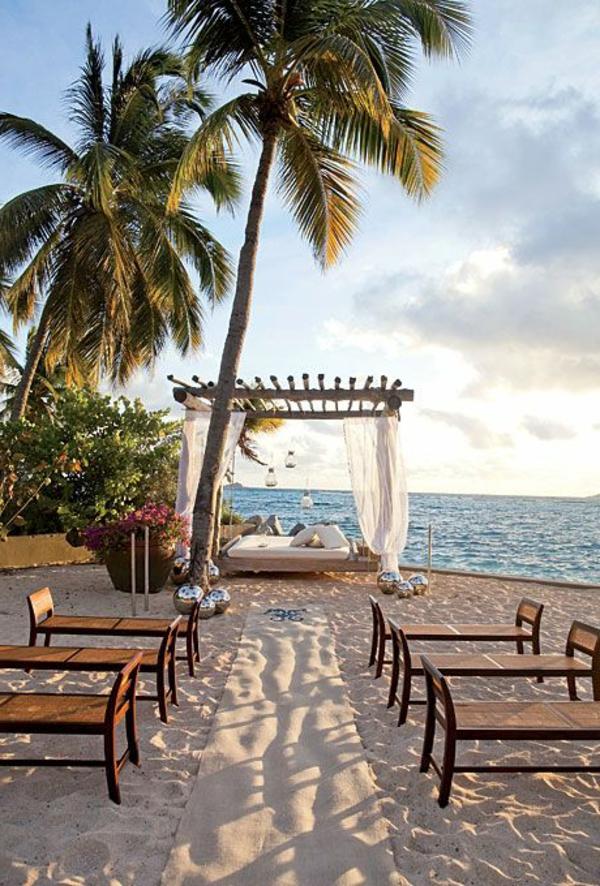 heiraten-am-strand-elegant-aussehende-palmen