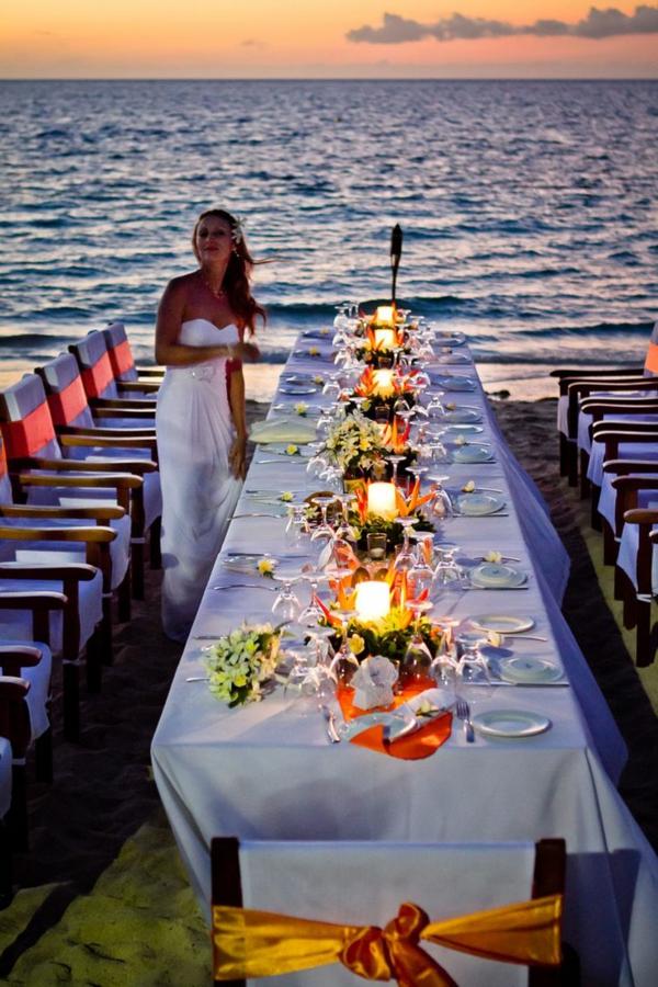 heiraten-am-strand-großer-schöner-tisch