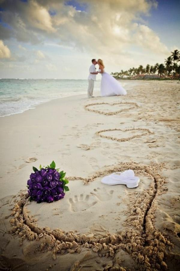 heiraten-am-strand-schönes-herz-auf-dem-sand
