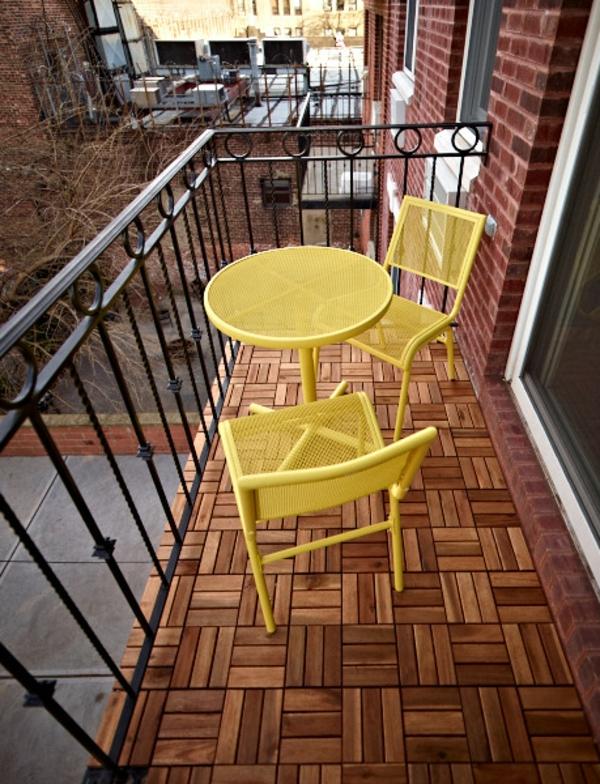 holzfliesen-für-balkon-gelbes-design-vom-tisch-und-stühlen