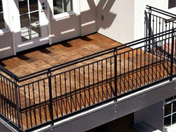 holzfliesen-für-balkon-kreative-gestaltung-vom-balkon