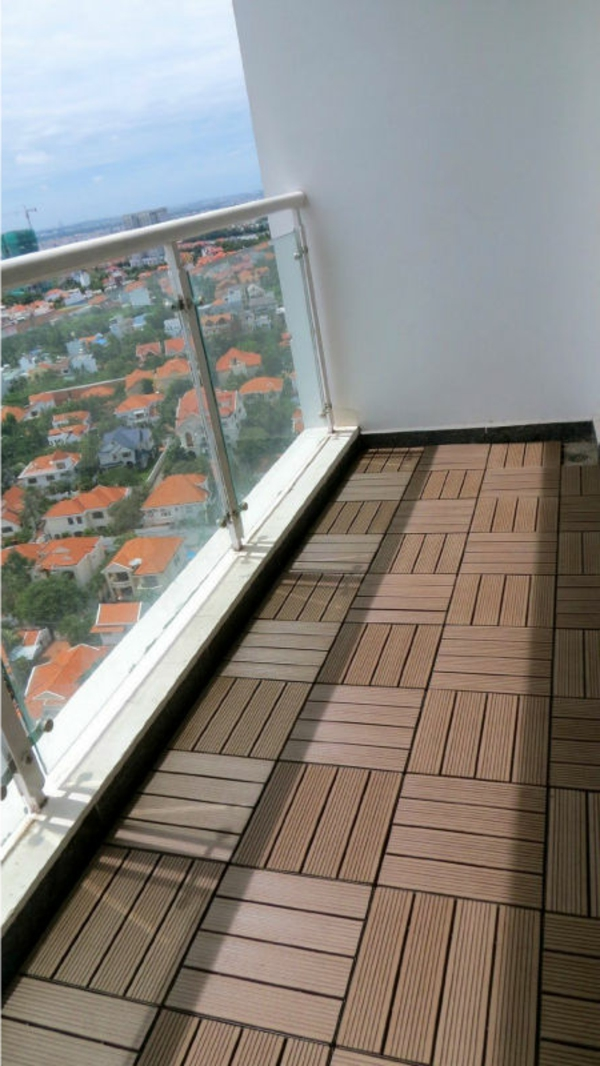 holzfliesen f r balkon gem tlichkeit und stil. Black Bedroom Furniture Sets. Home Design Ideas