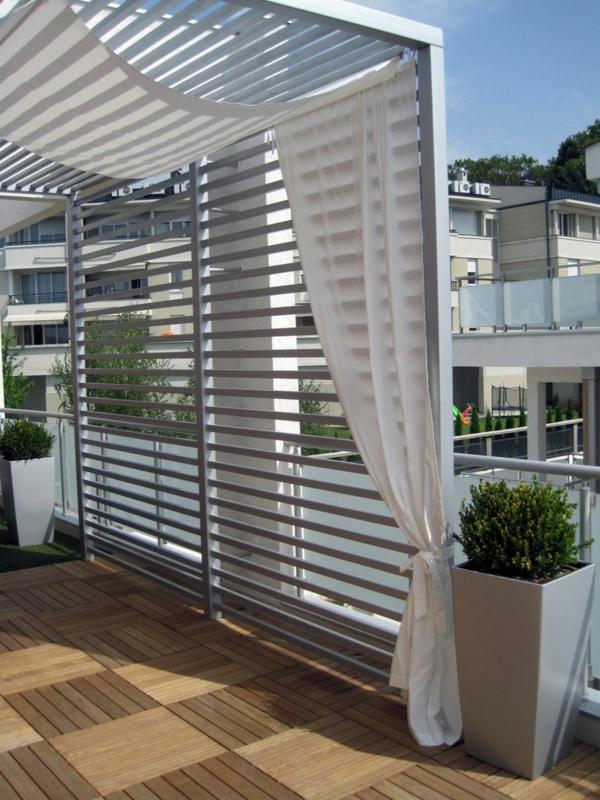 holzfliesen-für-balkon-weiße-ultramoderne-gestaltung