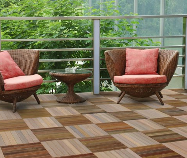 holzfliesen balkon holzfliesen bodenbelag balkon. Black Bedroom Furniture Sets. Home Design Ideas