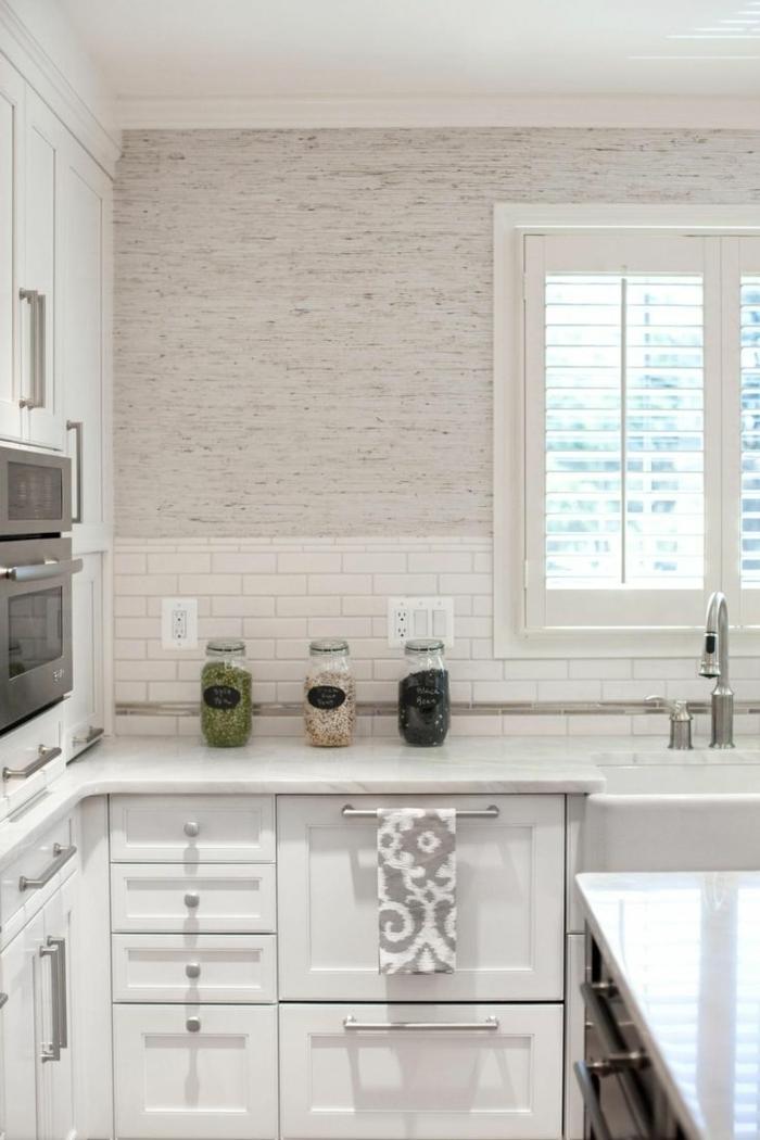 küche-einrichten-küchenideen-tapete-grau