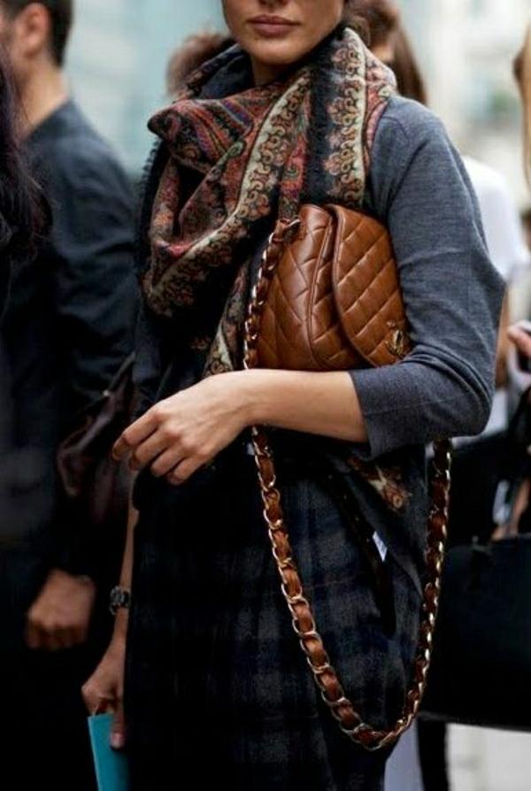 klassische-braune-Chanel-Tasche