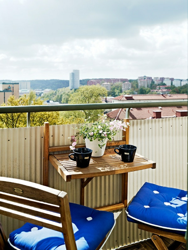 kleine-balkons-klapptisch-moderne-einrichtungsideen-balkon-terrasse-einrichten---klapptisch für balkon