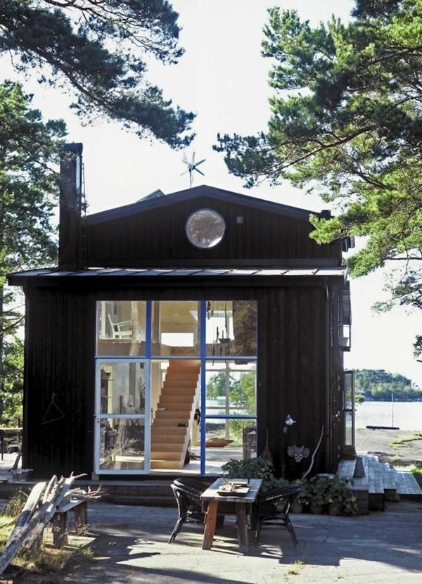 kleines-zweistöckiges-Haus