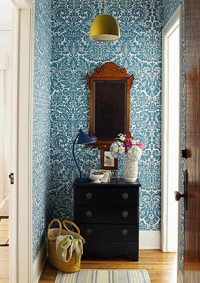 klenere-Räume-Wand-Gestaltung-blaue-Ornamente