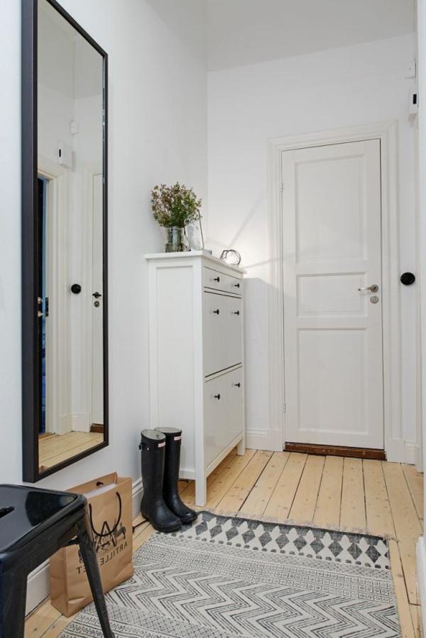 kommode-für-flur-großer-spiegel-an-der-wand