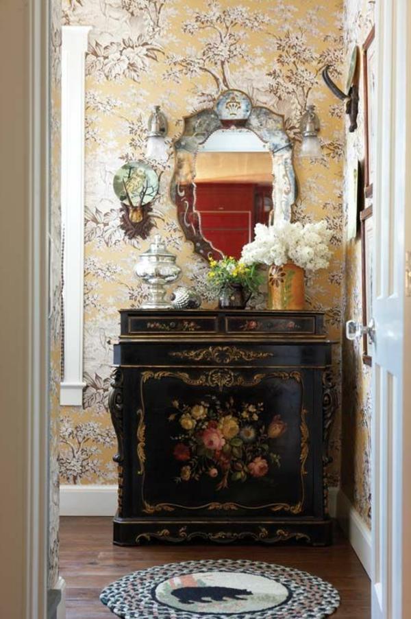 kommode-für-flur-kleiner-spiegel-mit-kreativer-form - bunte retro tapeten