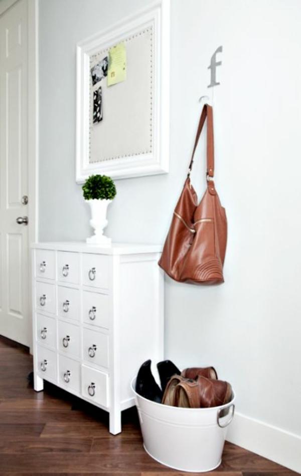 kommode-für-flur-spiegel-mit-weißem-rahmen