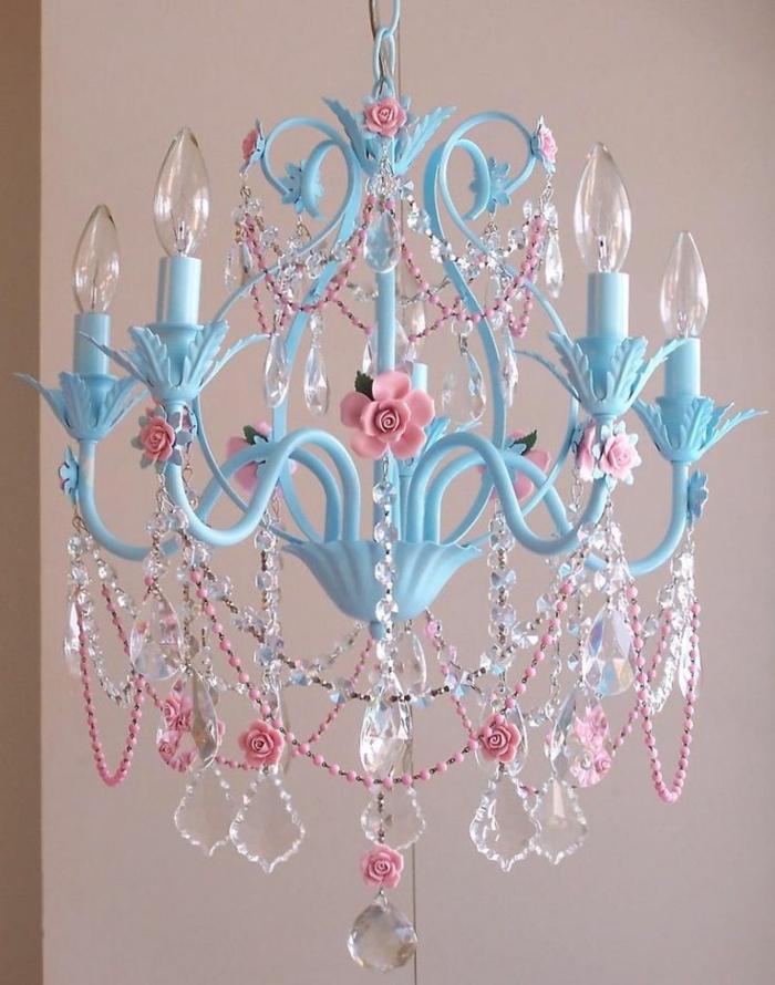 kronleuchter-in-pink-blaues-modell-tolle-gestaltung