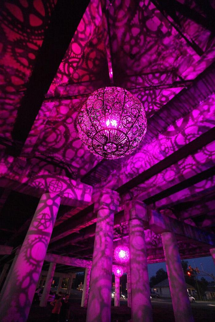 kronleuchter-in-pink-einmalige-elegante-beleuchtung