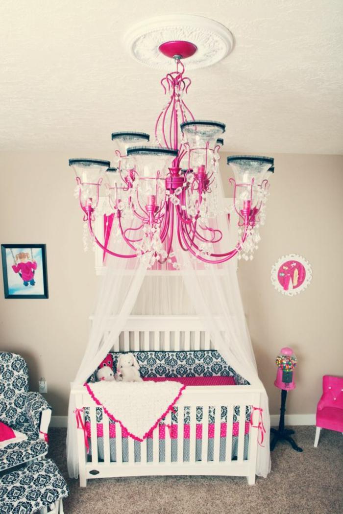 kronleuchter-in-pink-einmalige-gestaltung-vom-babyzimmer