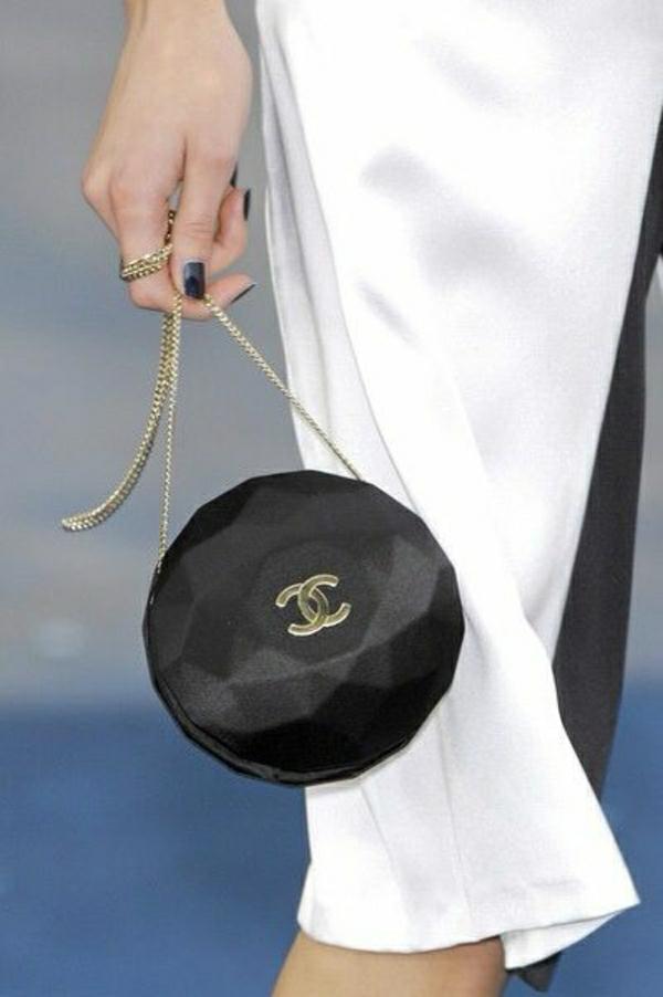 kugelförmige-Chanel-Tasche
