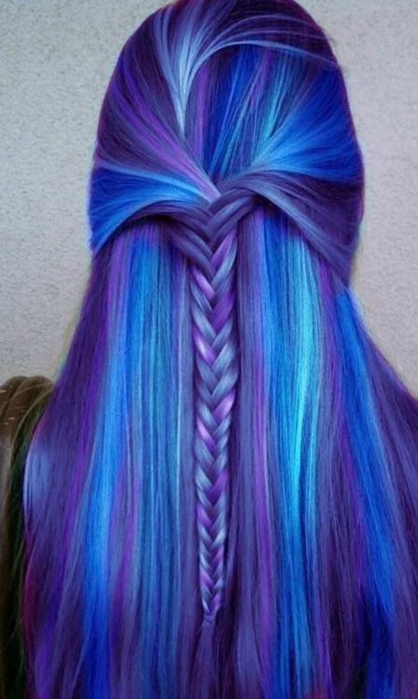 lila-haare-mit-blauen-strähnen