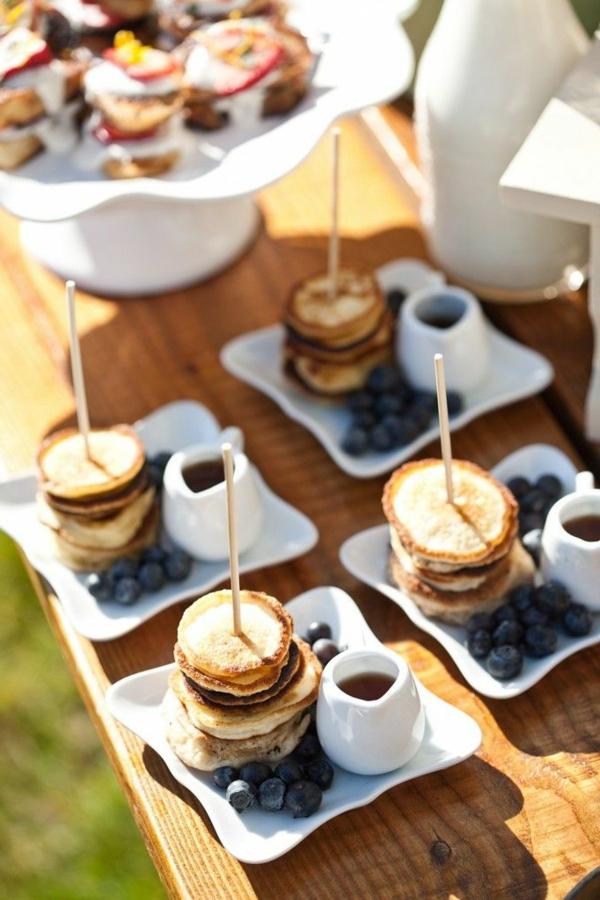 mini-amerikanische-pfannkuchen-mit-blaubeeren Brunch Ideen