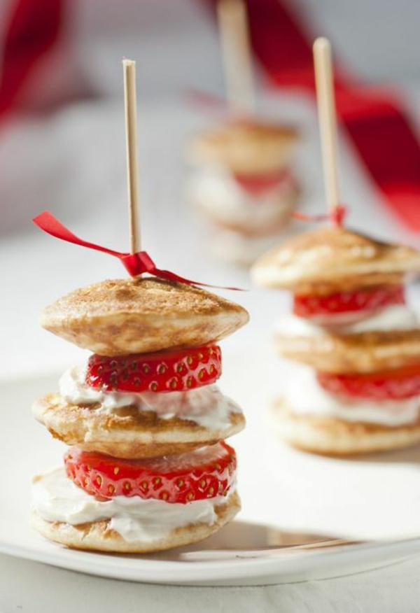 mini-pfannkuchen-mit-erdbeeren