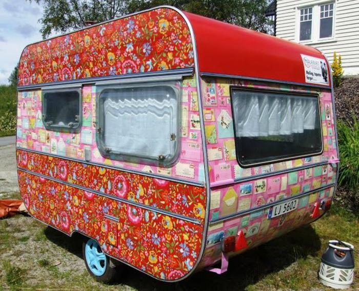 mini-wohnwagen-cooles-buntes-modell