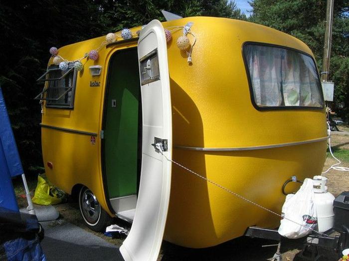 mini-wohnwagen-gelbes-modell