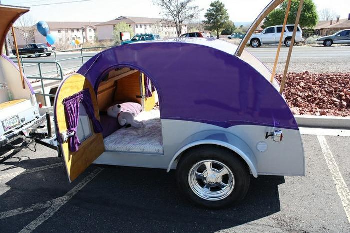 mini-wohnwagen-lila-modell-sehr-attraktiv