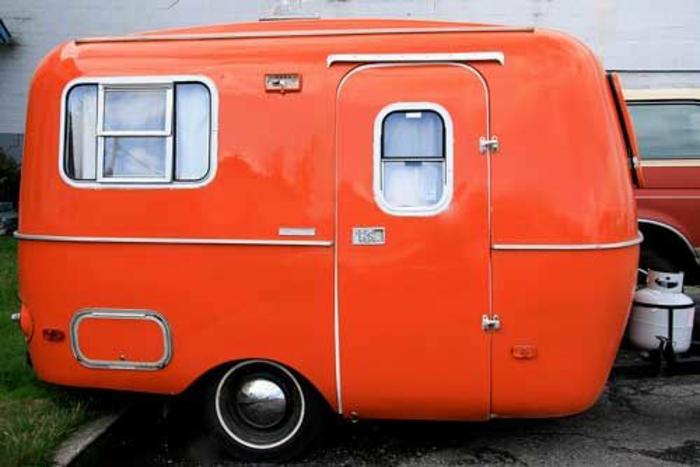 mini-wohnwagen-orange-farbe