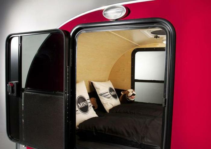 mini-wohnwagen-rotes-modernes-design