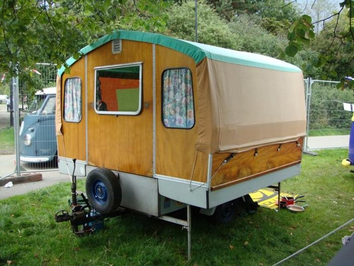 mini-wohnwagen-sehr-kreativ-gestaltet