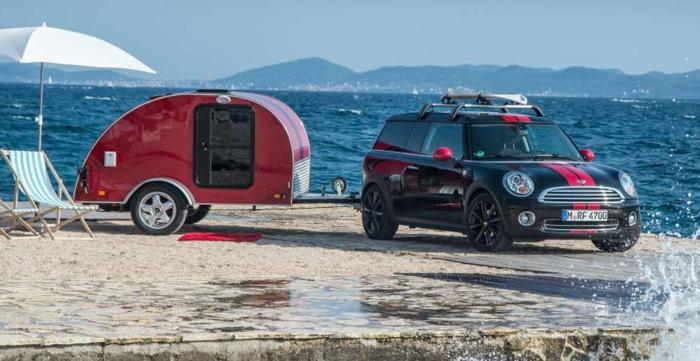 mini-wohnwagen-super-schönes-modell-neben-dem-meer