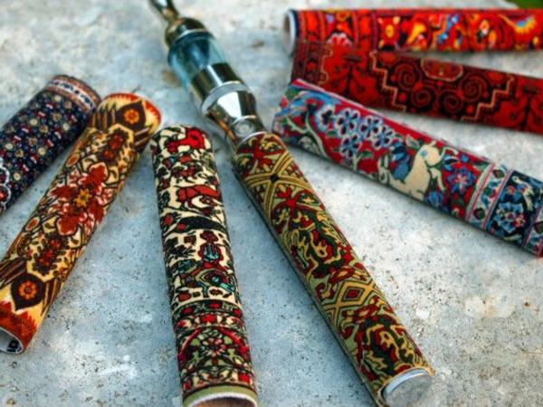 moderne-e-zigarette-elegante-gestaltung-wunderschöne-farben