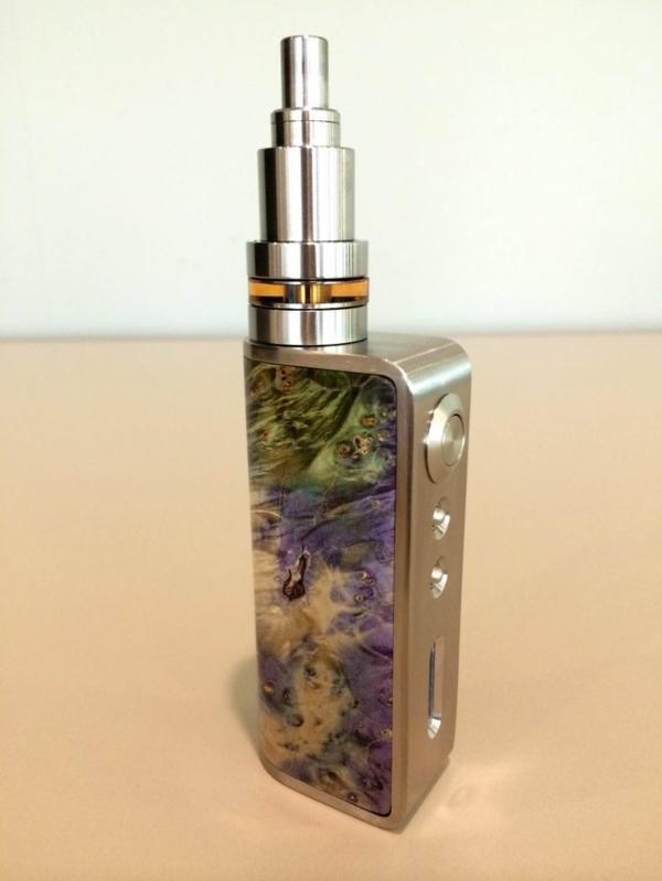 moderne-e-zigarette-sehr-cool-aussehen - heller hintergrund