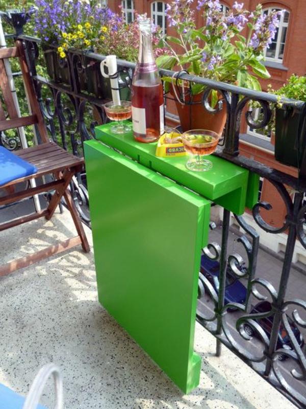 moderne-einrichtungsideen-balkon-ideen-klapptische-raumsparende-einrichtungsideen