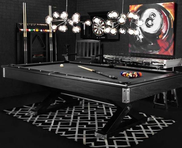 modernes-Interieur-Designer-schwarzer-Spieltisch-graphischer-Teppich-Darts
