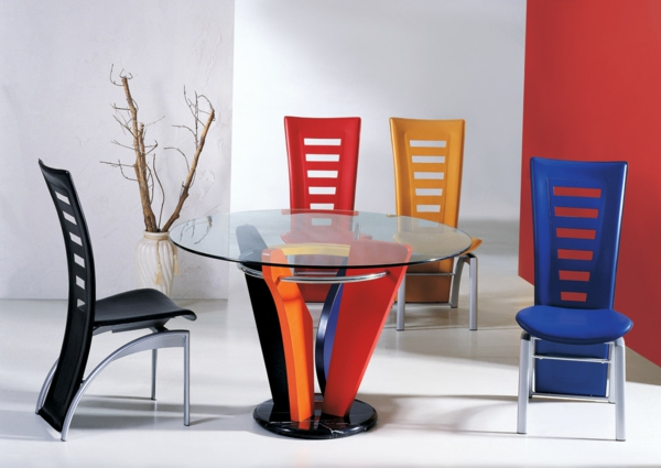 modernes-esszimmer-coole-bunte-stühle