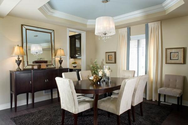 modernes-esszimmer-coole-weiße-stühle