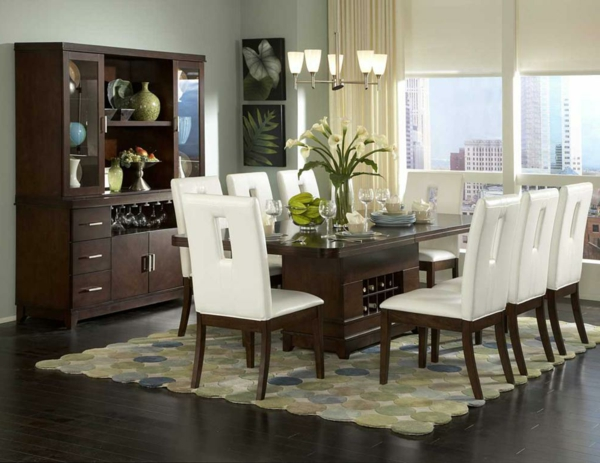 modernes-esszimmer-kreative-ausstattung-weiße-stühle