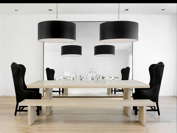 modernes-esszimmer-schwarze-lampen-schwarze-stühle