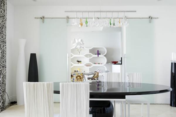 modernes-esszimmer-weiß-und-interessant-aussehen