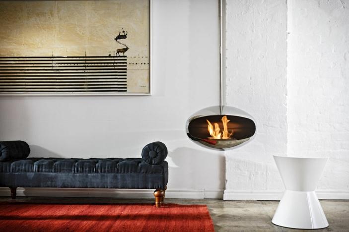 Fesselnd Offene Feuerstelle Schwarzes Modell Vom Sofa Weiße Wand