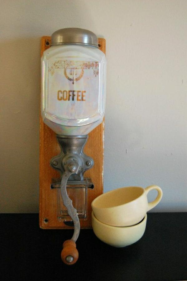 opaleszierende-Kaffee-Mühle-Kaffeetassen