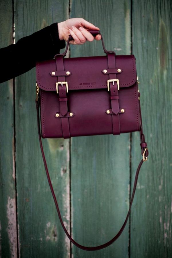 pantone-farbe-marsala-elegante-handtasche
