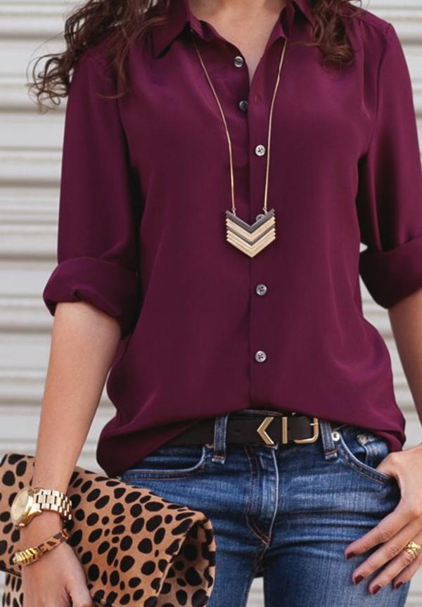 pantone-farbe-marsala-frauenhemd-und-jeans - moderne kette